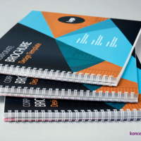 Poziome katalogi w formacie A4, okładka zabezpieczona folią matową.