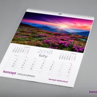 Pionowy format A3 doskonale nadaje się do projektowania kalendarzy z czytelnym i praktycznym kalendarium, na którym użytkownik może nanosić osobiste notatki.