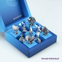 Ten model pudełka został zaprojektowany z myślą o drobnych słodkościach. W pudełku widzimy specjalne sześcienne owijki na cukierki.