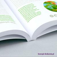 Kolorowy druk broszury w oprawie klejonej PUR.