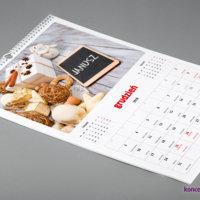 Karty kalendarza ściennego wydrukowane są na matowym papierze kredowym 200 g/m2.