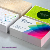 Cztery projekty wizytówek wydrukowane na papierze kredowym plus folia matowa.