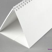 Stojak wykonany ze sztywnego kartonu o gramaturze 350 g/m2.
