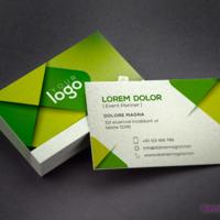 Kolorowe projekty wizytówek prezentują się doskonale na srebrnym papierze Platinum firmy Fedrigoni.