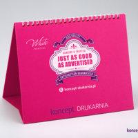 Stojak dużego kalendarza CREATIVE zadrukowanego z użyciem białej farby (karton Cosmo Pink 320 g/m2).