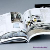 Kolorowy wydruk katalogu w oprawie miękkiej PUR.