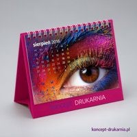 Stojak kalendarza CREATIVE-1 wykonany jest z ozdobnego kartony barwionego w masie Cosmo Pink 320 g/m2.