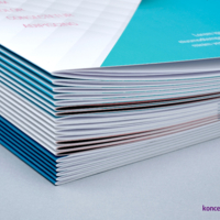 Katalogi szyte wydrukowane na papierach kredowych.