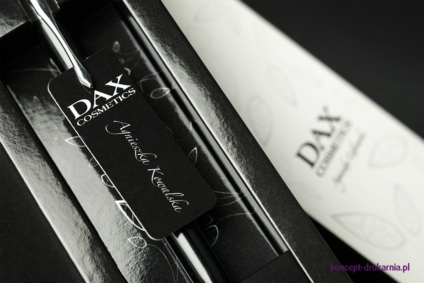Długopis lub pioro zapakowane w naszym eleganckim etui to idealny prezent dla klientów.