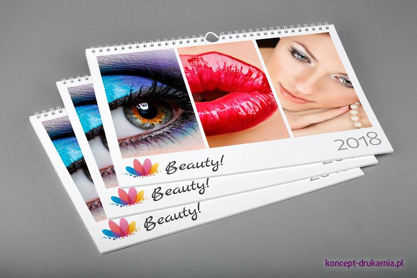 Strona główna kalendarzy ściennych powinna zawierać barwne i przykuwające wzrok zdjęcia.