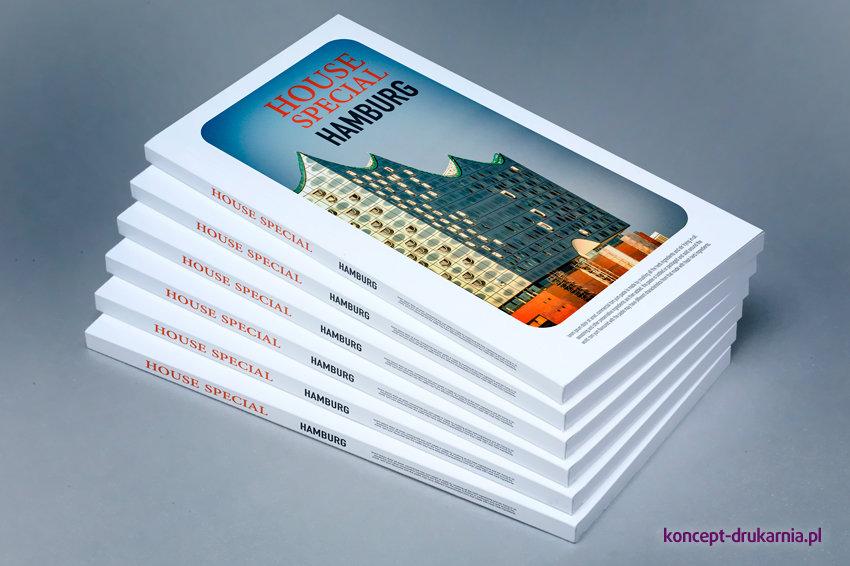 Broszury klejone po długim boku, wydrukowane w formacie DL.