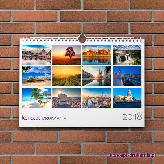 Poziomy kalendarz ścienny formatu A4 oprawiony spiralą i zawieszką w białym kolorze.