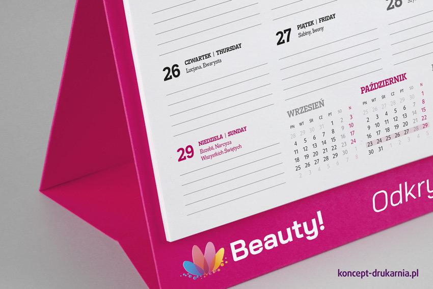 Elegancki, sztancowany stojak kalendarza Creative, wydrukowany na różowym kartonie barwionym w masie.