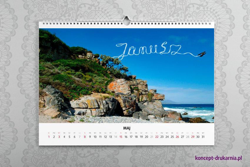 Personalizowane kalendarze ścienne A3 drukowane są na papierze kredowym 200 g/m2.