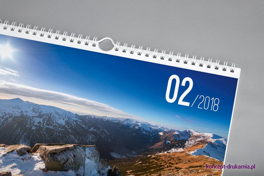 Miesięczny kalendarz ścienny w oprawie spiralowanej (spirala z zawieszką).
