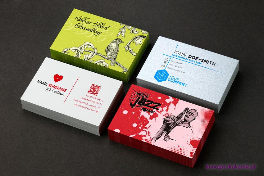 Cztery projekty wizytówek wydrukowanych na papierach ozdobnych w drukarni Koncept.