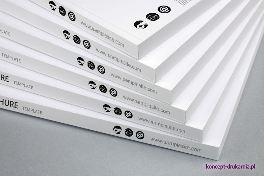Grzbiet broszur klejonych dzięki oprawie PUR jest bardzo wytrzymały i elastyczny.