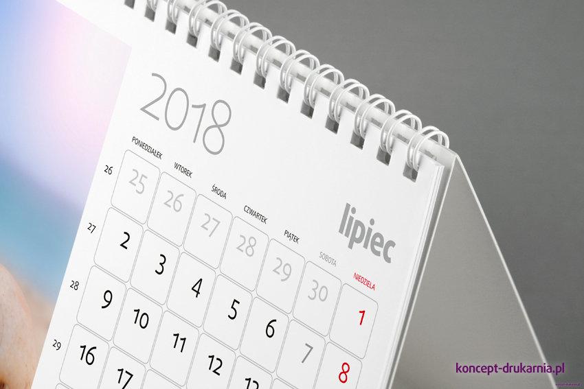 Kalendarz biurkowy SMART zawiera praktyczne miesięczne kalendarium.