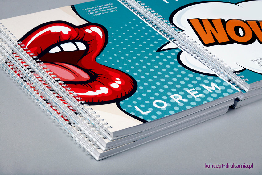 Kolorowe katalogi spiralowane wydrukowane w technologii cyfrowej (format A4 pionowo).