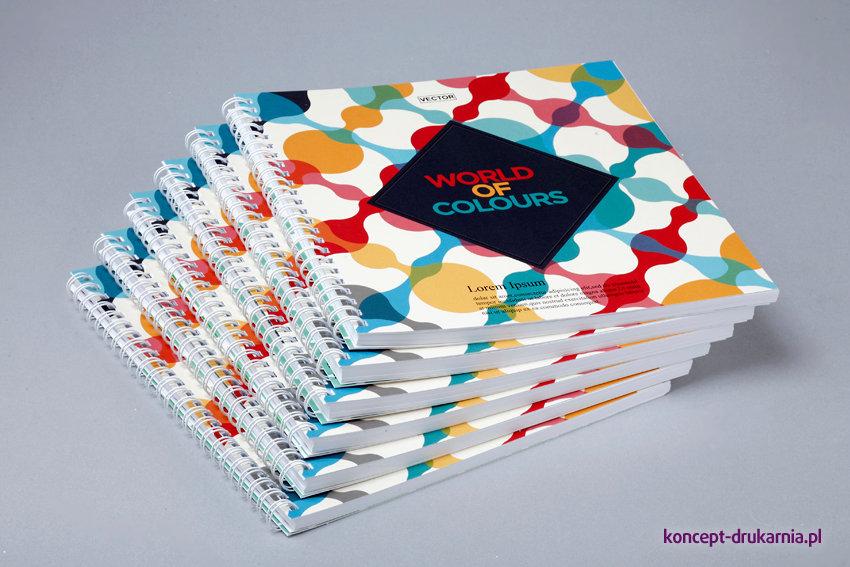 Eleganckie broszury spiralowane wydrukowane w drukarni Koncept.
