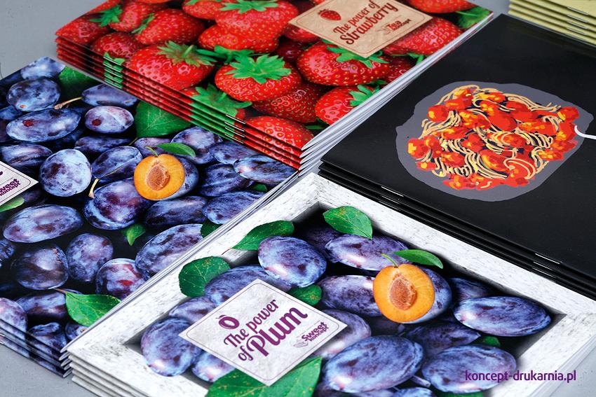 Kolorowe broszury wydrukowane w kolorystyce CMYK.