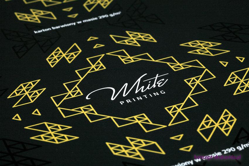 Próba druku na czarnym papierze barwionym w masie 290 g/m2.