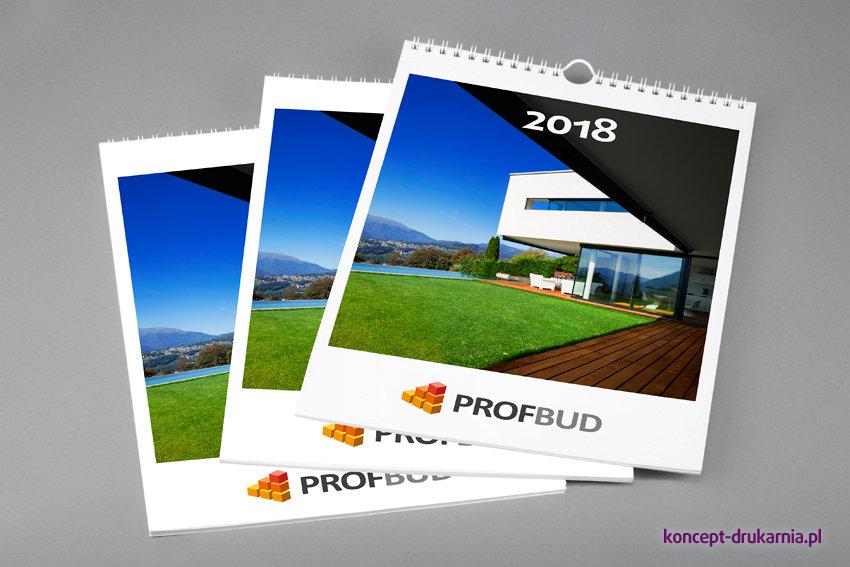 Na okładce kalendarza nie umieszczaj wielu elementów (wystarczy atrakcyjne zdjęcie oraz logo firmy).