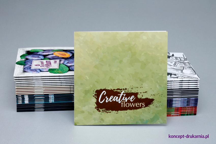 Kwadratowe broszury wydrukowane w drukarni Koncept.